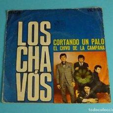 Discos de vinilo: LOS CHAVÓS. CORTANDO UN PALO / EL CHIVO DE LA CAMPANA. RCA 1970. RUMBA. Lote 241516230