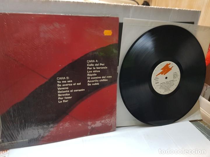 Discos de vinilo: LP-Los Caciques -Por la Baranda- en funda original 1993 - Foto 2 - 242900225