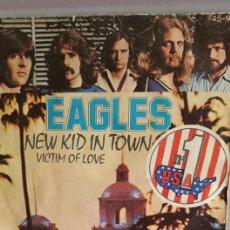 "Discos de vinilo: SINGLE DE EAGLES / "" NEW KID TOWN "" / EDITADO POR HISPAVOX / EN 1977. Lote 235194515"