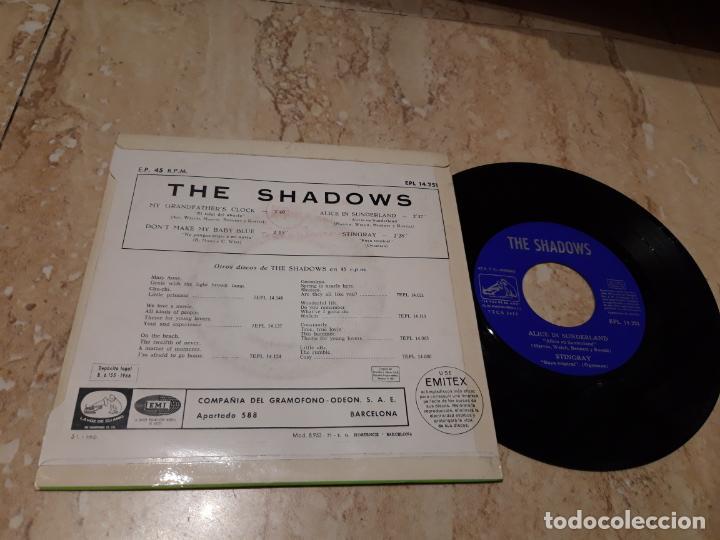 Discos de vinilo: THE SHADOWS / My grandfathers clock / Dont make my baby blue / Alice in Sunderland / ESPAÑA-1966- - Foto 2 - 243616975