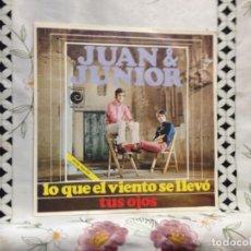 Discos de vinilo: JUAN & JUNIOR - LO QUE EL VIENTO SE LLEVÓ / 7' VINYL SPAIN 1969 VINILO: MINT / COVER: MINT. Lote 244558945