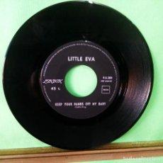 Discos de vinilo: LITTLE EVA.KEEP YOUR HANDS OFF MY BABY- LIMPIO,TRATADO CON ALCOHOL ISOPROPÍLICO - AZ. Lote 244745880