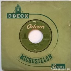 Discos de vinilo: THE HOLLIES. BUS STOP/ DON'T RUN AND HIDE. ODEON, GERMANY 1966 SINGLE. Lote 244755190