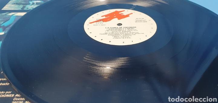 Discos de vinilo: DISCO DE VINILO - ARMARIOS Y CAMAS - LA DAMA SE ESCONDE - 1986 - Foto 5 - 244995525