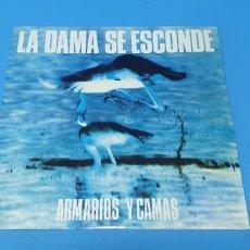 Discos de vinilo: DISCO DE VINILO - ARMARIOS Y CAMAS - LA DAMA SE ESCONDE - 1986. Lote 244995525