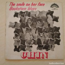 Discos de vinilo: CHIN - THE SMILE ON HER FACE / BOOKSTORE BLUES - SINGLE AMERICA RECORDS AÑO 1970 VG+. Lote 245128950