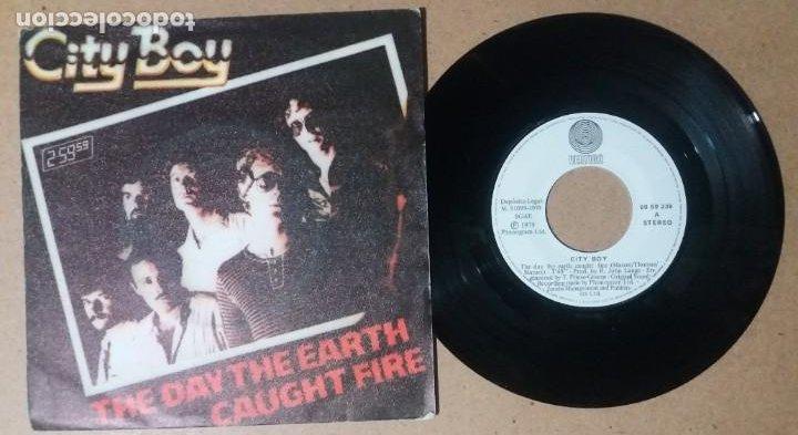 CITY BOY / THE DAY THE EARTH CAUGHT FIRE / SINGLE 7 PULGADAS (Música - Discos - Singles Vinilo - Pop - Rock - Internacional de los 70)