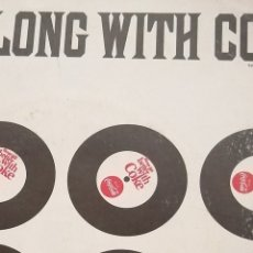 Discos de vinilo: SINGLE PROMOCIONAL COCA COLA VINTAGE, RARO, SWING ALONG WITH COKE. Lote 245735445