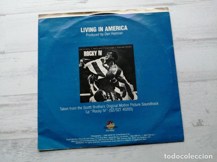 Discos de vinilo: James Brown – Living In America Single USA 1985 BSO Rocky IV EX/EX - Foto 2 - 245965250