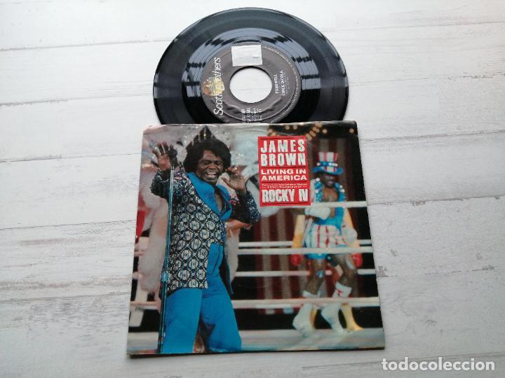 JAMES BROWN – LIVING IN AMERICA SINGLE USA 1985 BSO ROCKY IV EX/EX (Música - Discos - Singles Vinilo - Funk, Soul y Black Music)