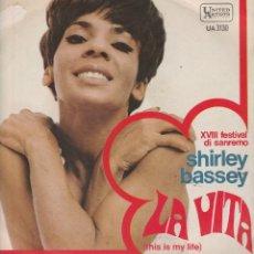 Discos de vinilo: 45 GIRI SHIRLEY BASSEY LA VITA 18O FESTIVAL DI SANREMO 1968 LABEL UNITED ARTISTS UA 3130. Lote 246223505