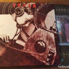 Discos de vinilo: TESLA - THE GREAT RADIO CONTROVERSY **** RARO LP HARD ROCK USA 1989 GRAN ESTADO. Lote 246345060