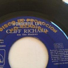 Discos de vinilo: CLIFF RICHARD - ON THE BEACH EP - DISCO PROMOCIONAL - MEGA RARO - 1964 - UNICO NUNCA VISTO. Lote 246359550