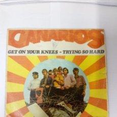 Discos de vinilo: CANARIOS-GET ON YOUR KNEES. Lote 246435390