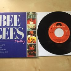 "Discos de vinilo: BEE GEES - MEDLEY MASSACHUSETTS HOLIDAY NIGHT FEVER STAYIN ALIVE - SINGLE PROMO RADIO 7"" ED LIMITADA. Lote 246457015"