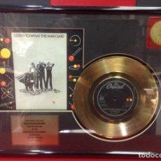 Discos de vinilo: DISCO DE ORO DEL SINGLE LISTEN TO WHAT THE MAN SAID, DE PAUL MCCARTNEY Y LOS WINGS 30X40X4. Lote 246466165