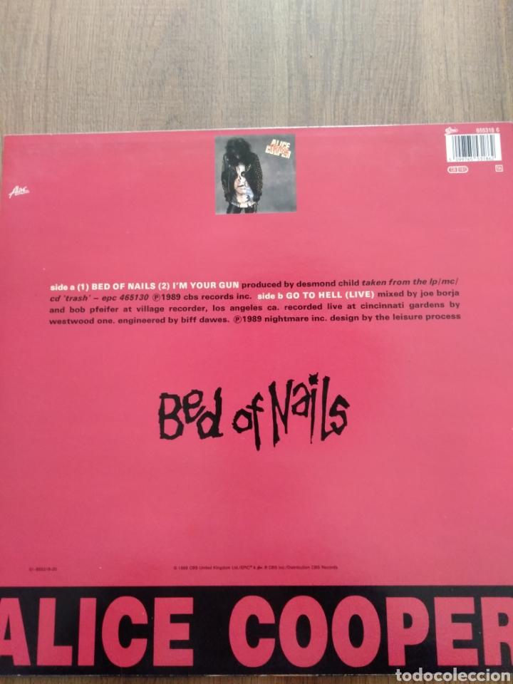 """Discos de vinilo: Alice Cooper. Maxi Single 12"""" """" Bed Of Nails """". Edición U.K. 1989. Contiene Póster. - Foto 2 - 246488890"""