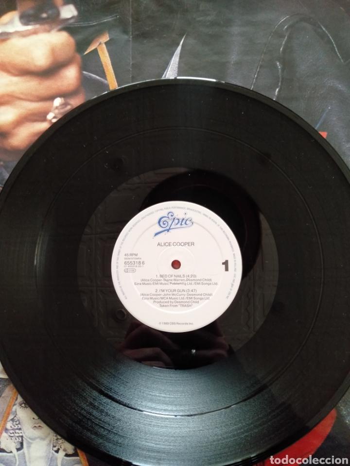 """Discos de vinilo: Alice Cooper. Maxi Single 12"""" """" Bed Of Nails """". Edición U.K. 1989. Contiene Póster. - Foto 5 - 246488890"""
