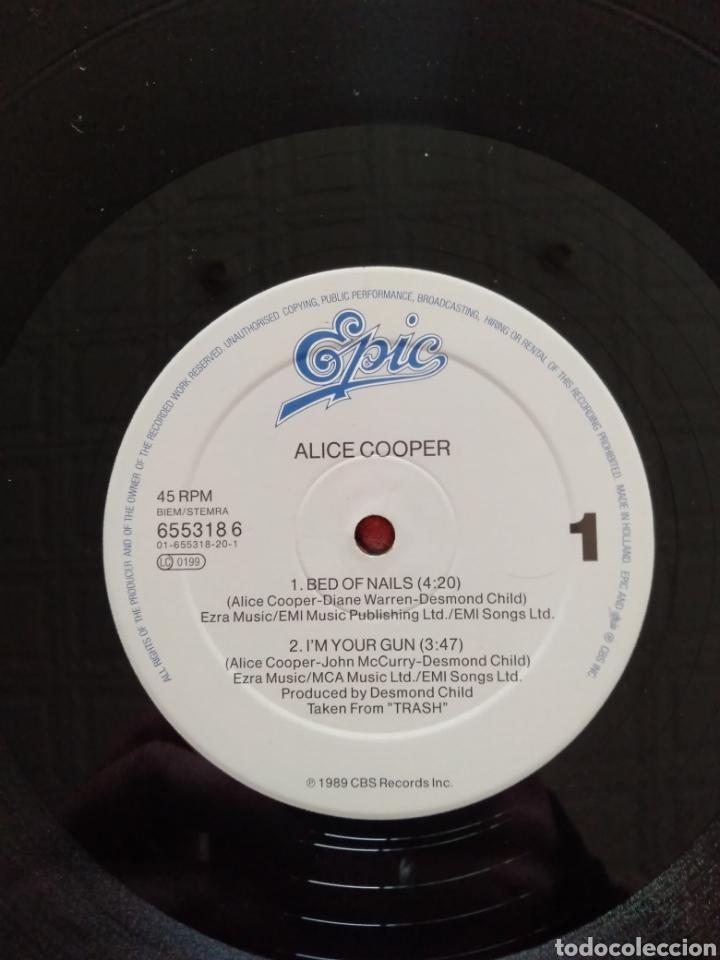 """Discos de vinilo: Alice Cooper. Maxi Single 12"""" """" Bed Of Nails """". Edición U.K. 1989. Contiene Póster. - Foto 6 - 246488890"""