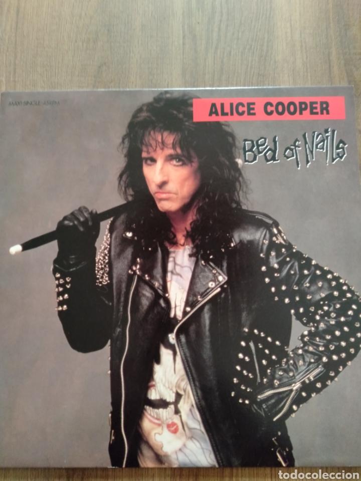 """ALICE COOPER. MAXI SINGLE 12"""" """" BED OF NAILS """". EDICIÓN U.K. 1989. CONTIENE PÓSTER. (Música - Discos de Vinilo - Maxi Singles - Heavy - Metal)"""