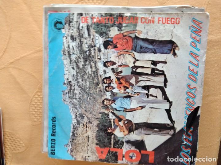 B-5 DISCO VINILO 7 PULGADAS LOS FLAMENCOS DE LA PEÑA LOLA / DE TANTO JUGAR CON FUEGO (Música - Discos - Singles Vinilo - Otros estilos)