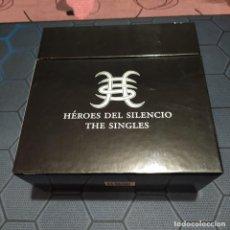 """Discos de vinilo: HÉROES DEL SILENCIO - CAJA THE SINGLES - 21 SINGLES DE VINILO 7"""" - EDICIÓN LIMITADA.. Lote 249221050"""