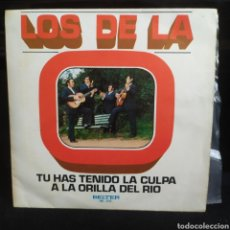 Discos de vinilo: LOS DE LA O - TU HAS TENIDO LA CULPA / A LA ORILLA DEL RIO 1973. Lote 249343880