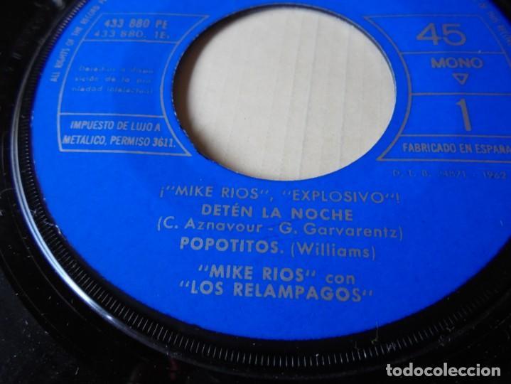 Discos de vinilo: magnifico single mike rios con los relampagos,deten la noche del 1962 solo disco - Foto 2 - 252149325