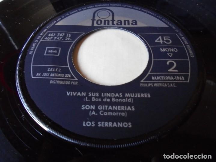 Discos de vinilo: single los serrano,mirando al alba,vivan sus lindas mujeres,son gitanerias,1963,solo single - Foto 3 - 252152370