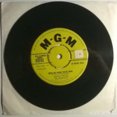 Disques de vinyle: CONWAY TWITTY. MAKE ME KNOW YOU'RE MINE/ THE STORY OF MY LOVE. MGM, UK 1958 SINGLE. Lote 252397345