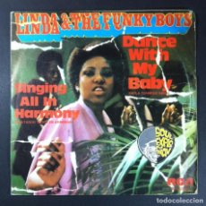Discos de vinilo: LINDA & THE FUNKY BOYS - DANCE WITH MY BABY / SINGING ALL IN HARMONY - SINGLE 1976 - RCA. Lote 252668895