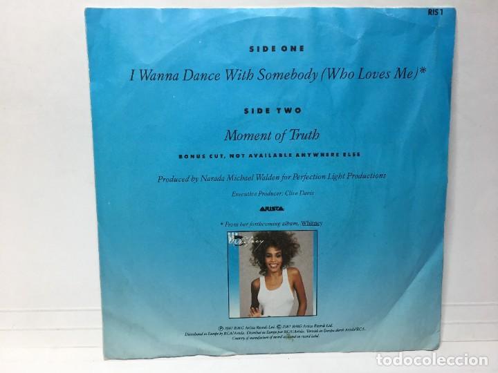 Discos de vinilo: WHITNEY HOUSTON - I WANNA DANCE WITH SOMEBODY / MOMENT OF TRUTH - SINGLE - Foto 2 - 253641100