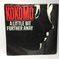 Discos de vinilo: KOKOMO - A LITTLE BIT FURTHER AWAY / KEEP ON DANCIN'- SINGLE. Lote 253643500