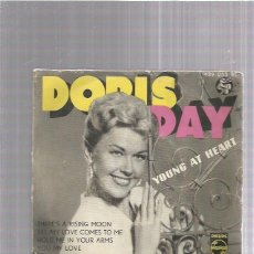 Discos de vinilo: DORIS DAY YOUNG AT HEART. Lote 253973880