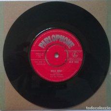 Discos de vinilo: SHANE FENTON & THE FENTONES. WALK AWAY/ FALLEN LEAVES ON THE GROUND. PARLOPHONE, UK 1962 SINGLE. Lote 254104230