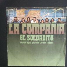 Discos de vinilo: LA COMPAÑIA - EL SOLDADITO/ DICHOSO AQUEL QUE TIENE LA CASA A FLOTE - CBS 1971. Lote 254127670