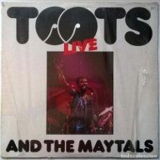 Discos de vinilo: TOOTS & THE MAYTALS. LIVE AT HAMMERSMITH PALAIS. ISLAND, SPAIN 1981 LP + ENCARTE. Lote 254150185