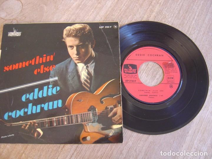 Discos de vinilo: EP 45 RPM. EDDIE COCHRAN. - SOMETHIN ELSE - LIBERTY. PROBADO. - Foto 2 - 254186375
