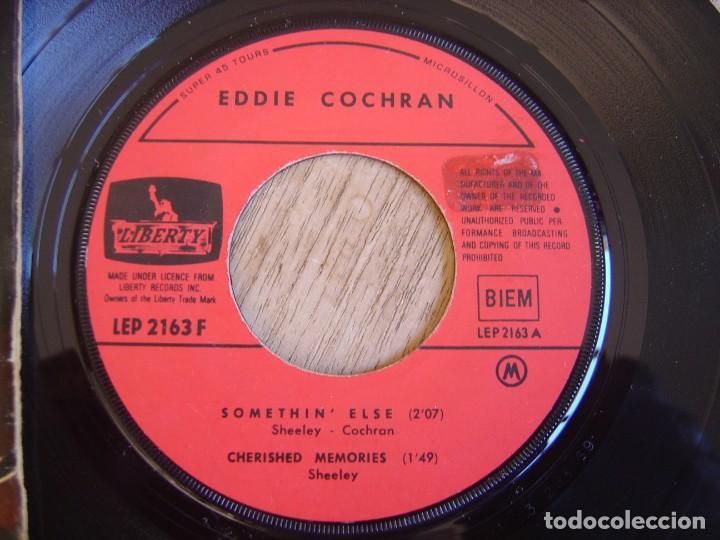 Discos de vinilo: EP 45 RPM. EDDIE COCHRAN. - SOMETHIN ELSE - LIBERTY. PROBADO. - Foto 3 - 254186375