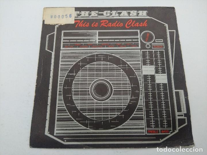 THE CLASH/THIS IS RADIO CLASH/SINGLE PUNK. (Música - Discos - Singles Vinilo - Punk - Hard Core)