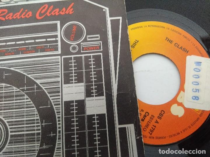 Discos de vinilo: THE CLASH/THIS IS RADIO CLASH/SINGLE PUNK. - Foto 2 - 254406540