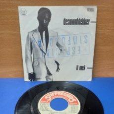 Discos de vinilo: SINGLE DISCO VINILO DESMOND DEKKER IT MEK. Lote 254407835