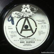 Discos de vinilo: MIKE OLDFIELD - IN DULCI JUBILO / ON HORSEBACK - SINGLE UK 1975 - VIRGIN. Lote 254732220