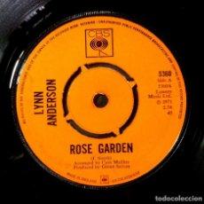Discos de vinilo: LYNN ANDERSON - ROSE GARDEN / NOTHING BETWEEN US - SINGLE UK 1971 - CBS. Lote 254796090