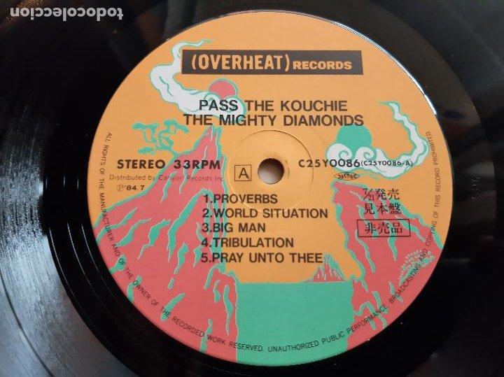 Discos de vinilo: THE MIGHTY DIAMONDS -PASS THE KOUCHIE- (1984) LP DISCO VINILO - Foto 2 - 255349060