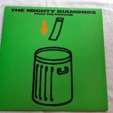 Discos de vinilo: THE MIGHTY DIAMONDS -PASS THE KOUCHIE- (1984) LP DISCO VINILO. Lote 255349060