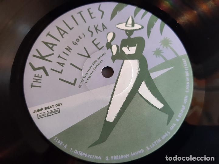 Discos de vinilo: THE SKATALITES -LATIN GOES SKA LIVE- (1983) LP DISCO VINILO - Foto 2 - 255356640
