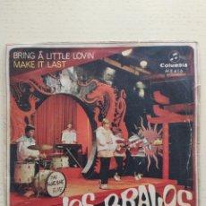 Discos de vinilo: SINGLE LOS BRAVOS. Lote 255362250