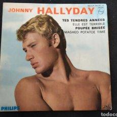 Discos de vinilo: SINGLE JOHNNY HALLYDAY. TES TENDRES QUE ANNEES + 3. Lote 255369495