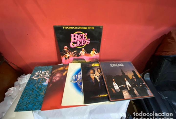 LOTE 6 DISCOS DE MÚSICA GRANDES BEE GEES . VER FOTOS (Música - Discos de Vinilo - Maxi Singles - Rock & Roll)